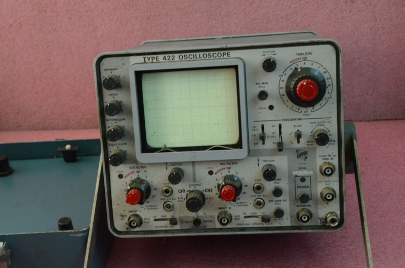 Tektronix Analog Oscilloscope : Vintage tektronix portable analog oscilloscope
